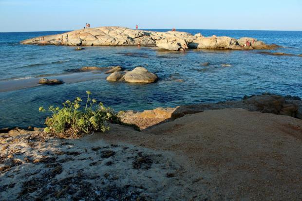 Felsen an der Costa Rei